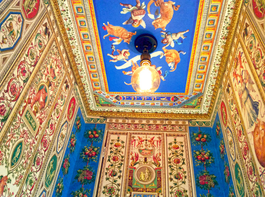 Cats and angels at the secret room ceiling